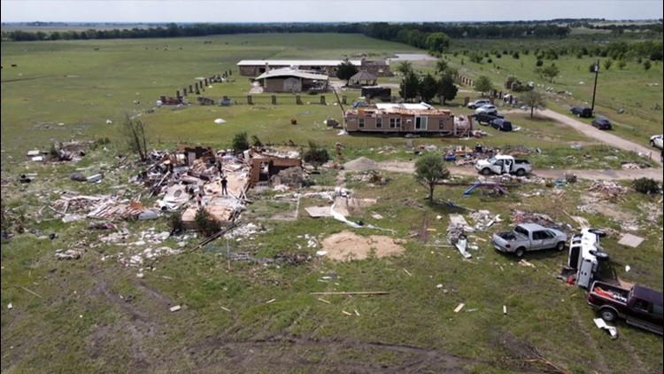 Good samaritans help tornado survivors