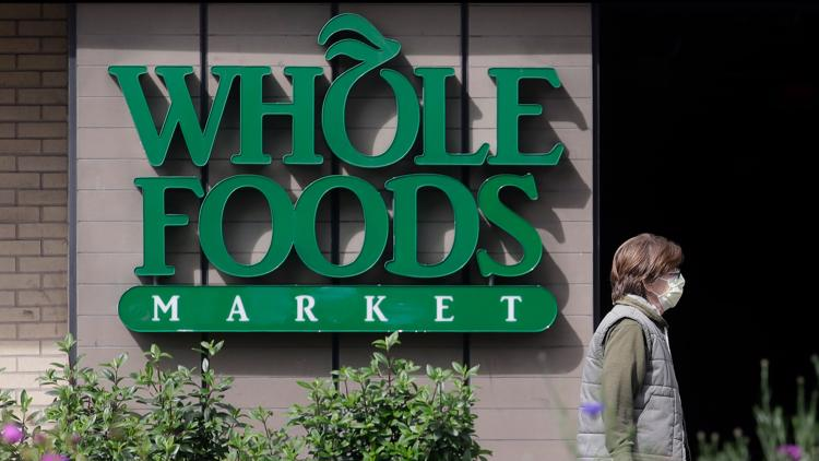 Amazon to open 2 cashier-less Whole Foods stores next year