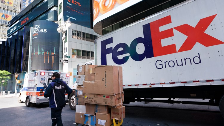 FedEx posts profit as online shopping boom continues