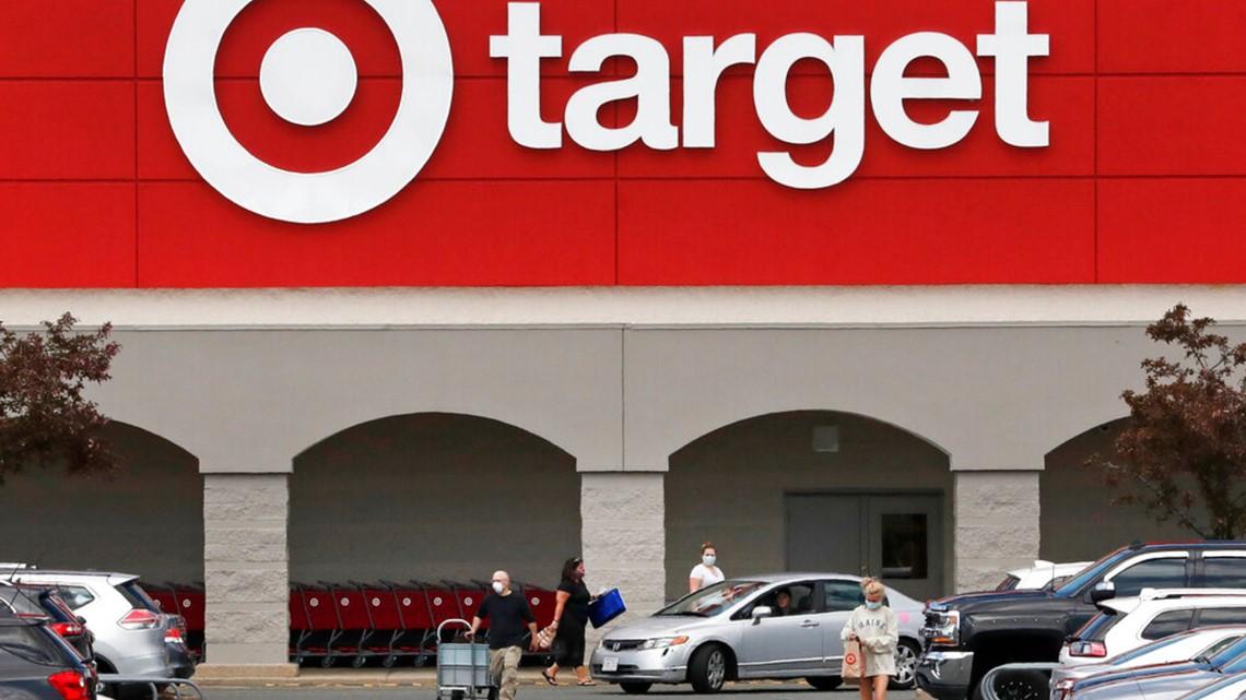 Target reabrirá los vestidores, Walmart aumentará horas laborales
