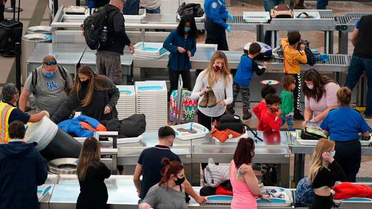 US holiday travel hits pandemic record despite COVID-19 warnings