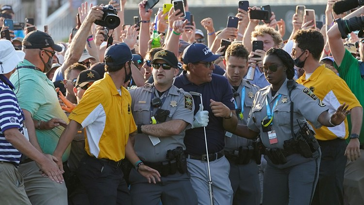 PGA apologizes to Mickelson, Koepka for fans on final hole
