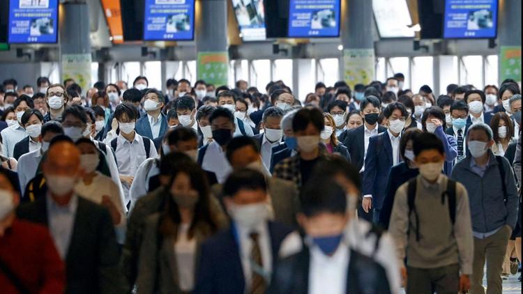 Packed trains, drinking: Japanese impatient over coronavirus steps