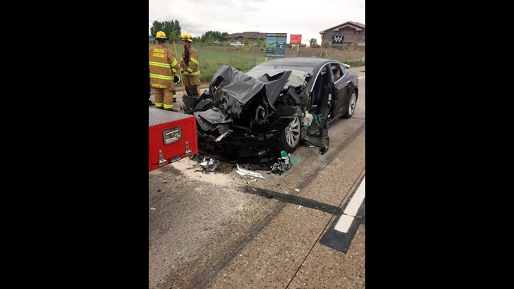 Utah Tesla driver had hands off wheel before crash