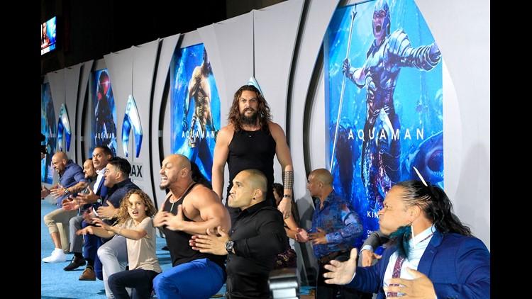Jason Momoa does the Haka with his kids at 'Aquaman' premiere
