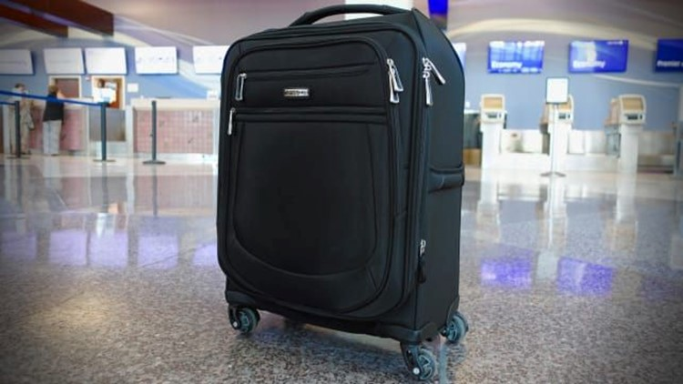 Gifts-for-him-2018-Samsonite-MightLight-2-21-inch-Spinner-.jpg