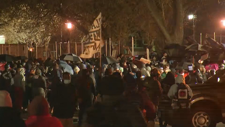 4th night of protests, arrests following shooting of Daunte Wright