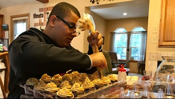 Teen funds family's Disney World trip by baking cupcakes