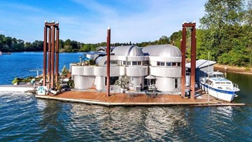 Iconic Portland floating home on the market for just under $1M
