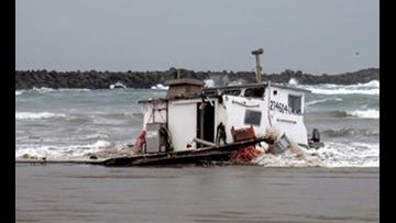 Oregon crab boat capsizes, 3 crew dead