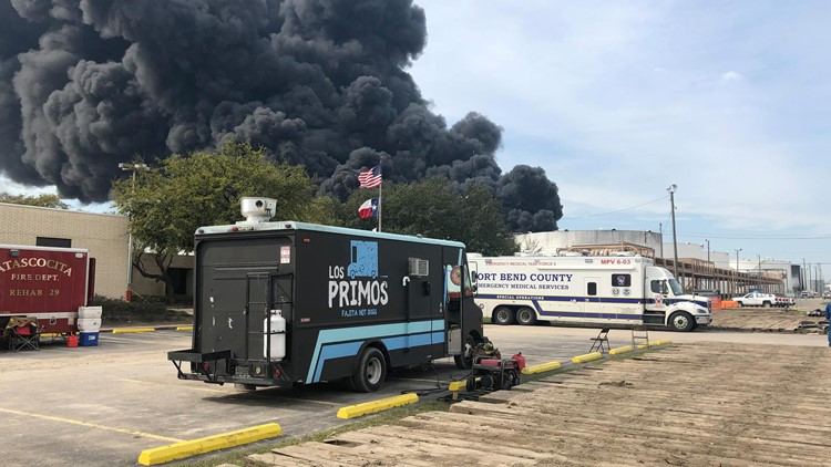 'I'm not gonna let these guys eat cold pizza': Food trucks feed emergency crews at Houston tank fire