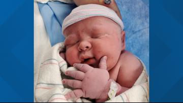 Arizona woman gives birth to 14-pound baby