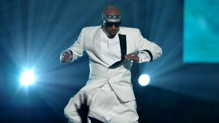 MC Hammer performs at the 40th Anniversary American Music Awards