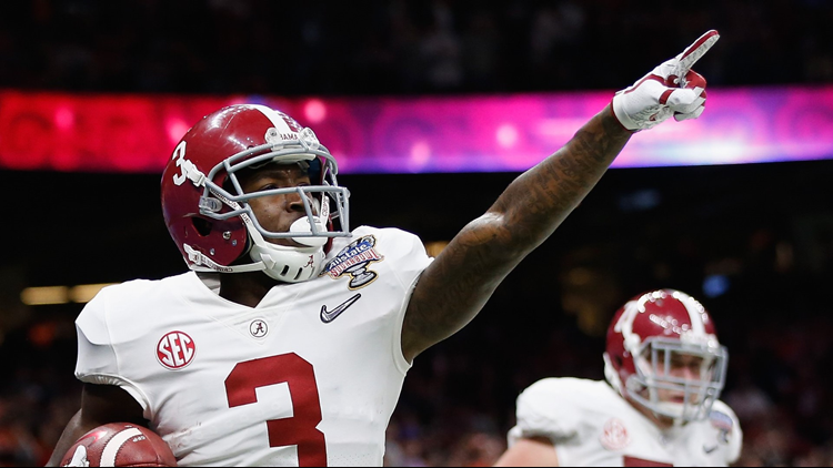 Calvin Ridley celebrates a reception for a touchdown in the first quarter of the AllState Sugar Bowl against the Clemson Tigers at the Mercedes-Benz Superdome on January 1, 2018 in New Orleans, Louisiana. Photo by Jamie Squire/Getty Images.
