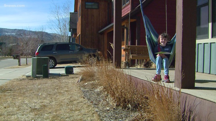 'It's pretty special' | 8-year-old in Basalt forms unlikely friendship with her mailman