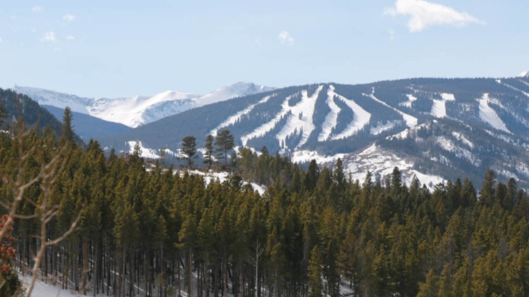 Snowboarder dies after crashing into tree at Eldora Mountain