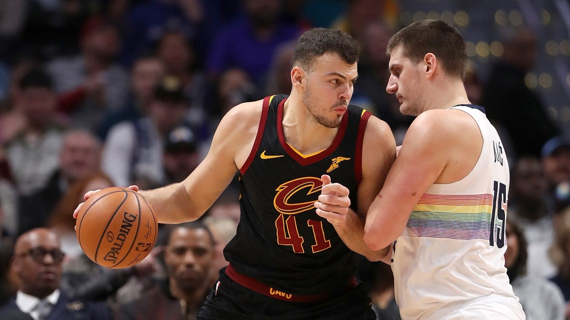 Murray, Jokic lead Nuggets past Cavs 124-102