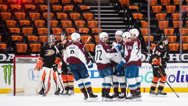 MacKinnon, Avalanche stay hot with 4-1 win over Ducks
