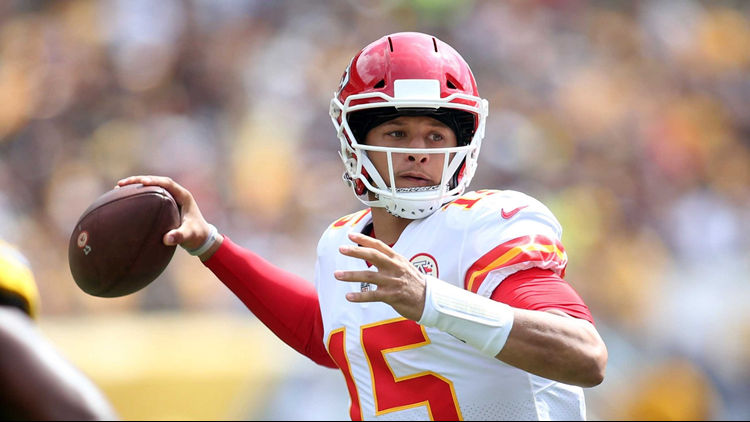 Mahomes clutch, Keenum fades in Broncos 27-23 loss to Chiefs