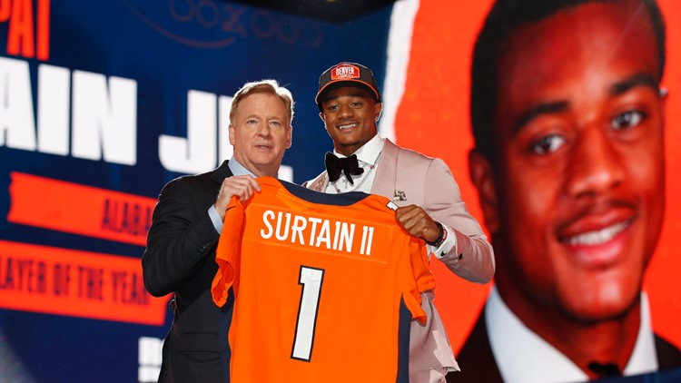 Broncos rookies collectively ignore union's position, attend minicamp