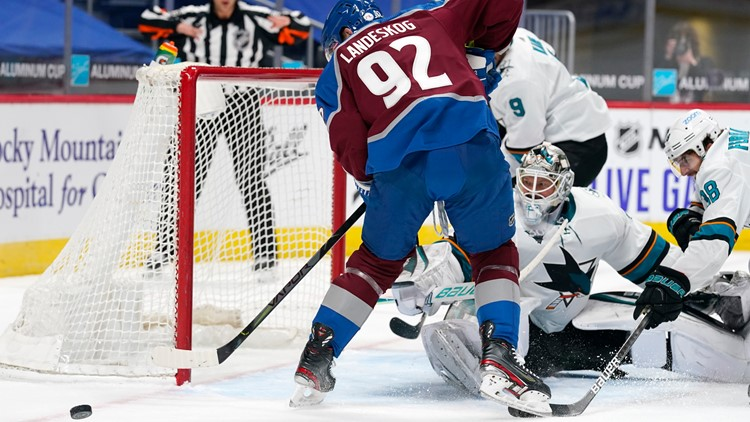 Avalanche land backup goalie Devan Dubnyk in trade with Sharks