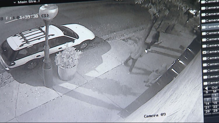 suspects outside mexican restaurant_1539371065642.png.jpg