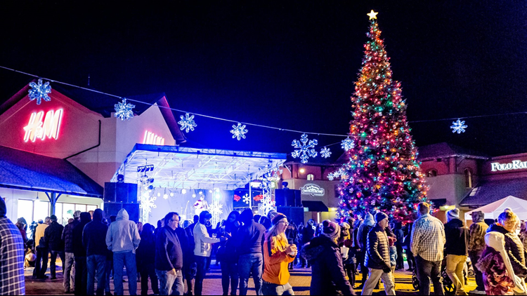 Outlets at Castle Rock christmas tree concert