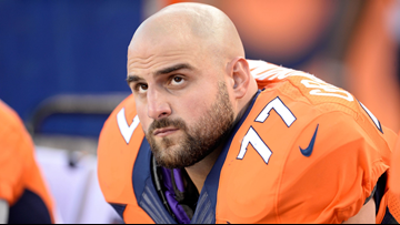 Broncos sign Gino Gradkowski to replace Paradis' roster spot