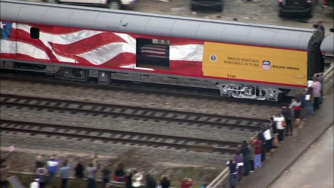 Photos 4141 Train Carries President Bush To College Station 9news Com