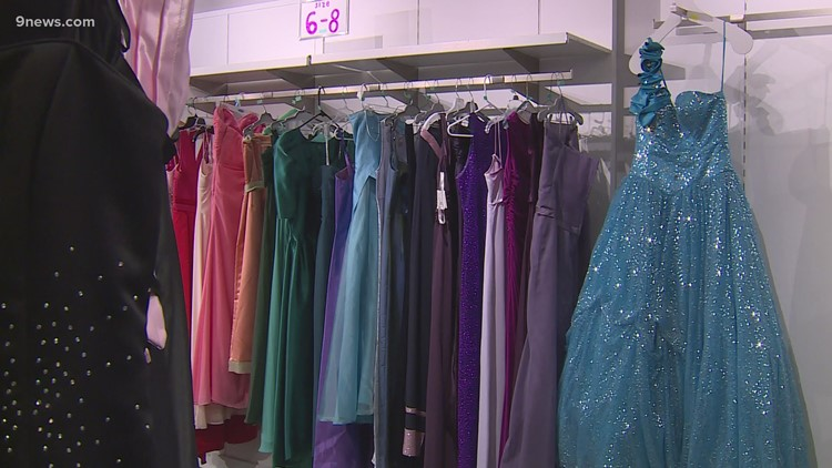 600 free prom dresses for girls in need – all in memory of a lost daughter