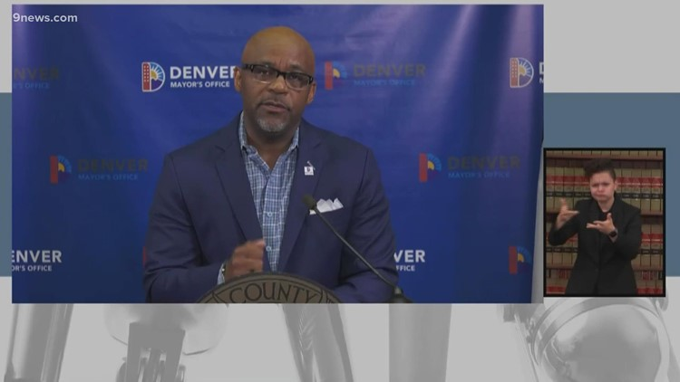 Alcalde de Denver anuncia requisito de la vacuna del COVID-19 para todos los empleados de la ciudad