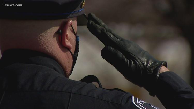 Oficial de Boulder Eric Talley honrado en servicio conmemorativo