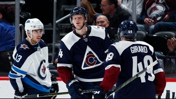 MacKinnon, Calvert score 11 seconds apart; Avs beat Jets 7-1