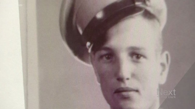 Strangers show up to honor WWII veteran after funeral home double-books