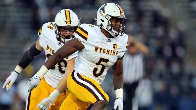 Wyoming survives late UConn TD, edges Huskies 24-22