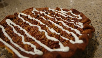 How to make a cinnamon roll-inspired pecan pie for Thanksgiving