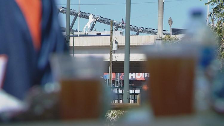 Broncos home opener brings crowds to Denver bars