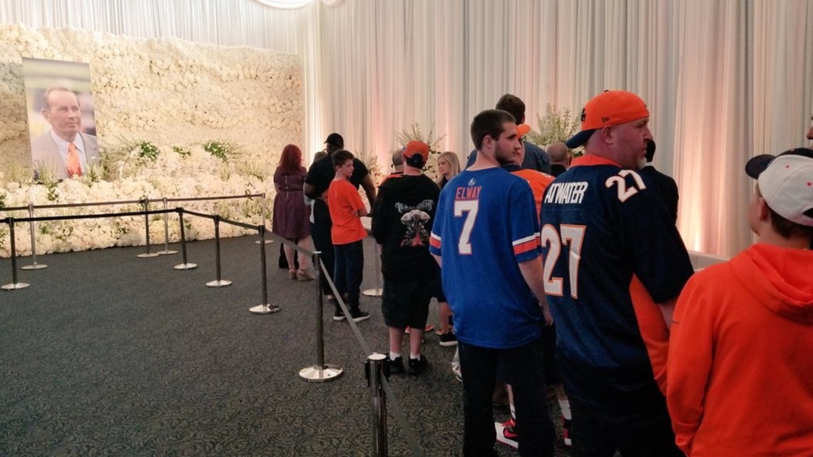 Open-house tribute to Pat Bowlen draws thousands