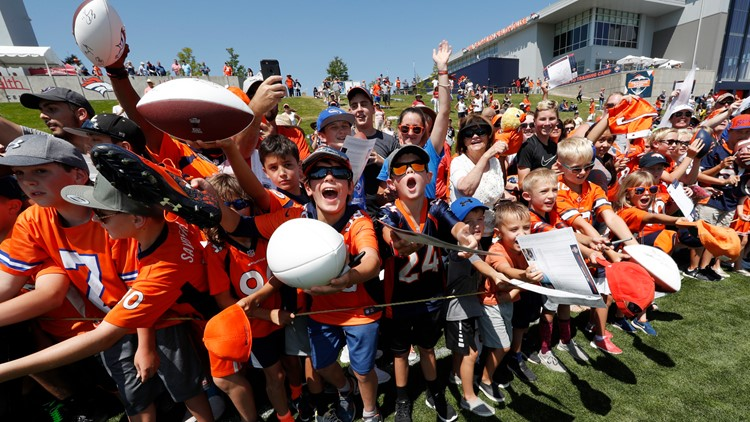 Fans call for Denver Broncos linebacker Von Miller training camp fans 2018