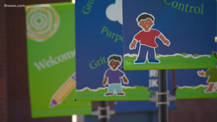 Los distritos escolares en Colorado podrían ser los que deciden si los niños deben usar tapabocas