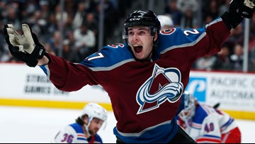 Avalanche re-sign Ryan Graves to one-year contract