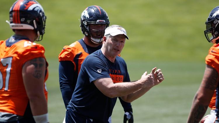 Denver Broncos ofensive line coach Mike Munchak