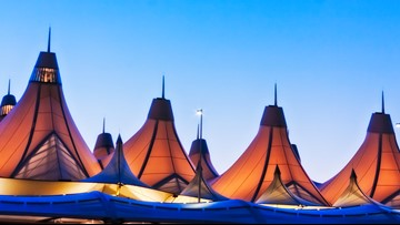 In a perfect world, how many flights could there be at DIA each day?