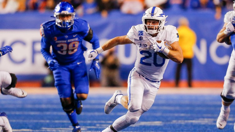 Roberts powers Air Force to 24-17 victory over Boise State