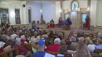 Community stands alongside Temple Emanuel following bombing threat