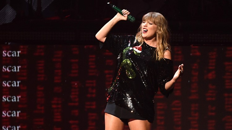 Taylor Swift lights up at proposal taking place before her