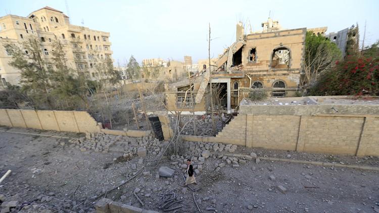 Dozens dead in Yemen after school bus carrying children hit by airstrike