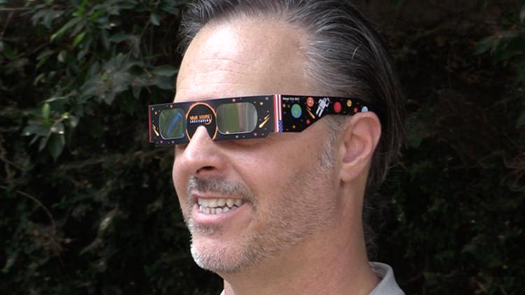 Solar eclipse glasses USA TODAY-432346027