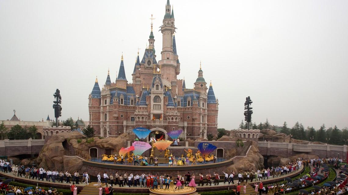 Shanghai Disneyland closes amid coronavirus concerns