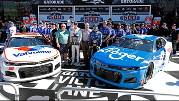 Stenhouse Jr wins Daytona 500 pole in debut with new team